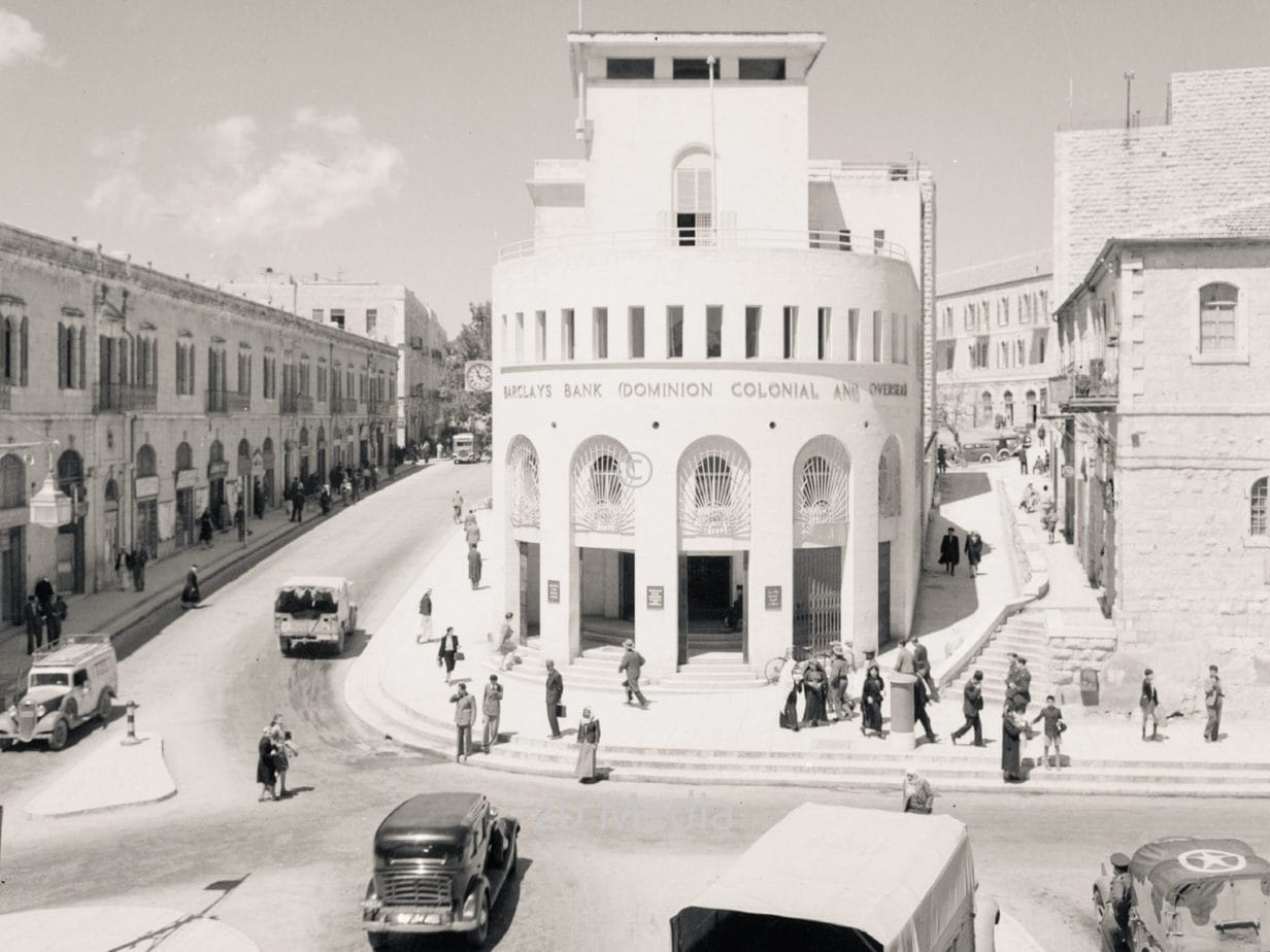 Neues Rathaus in Jerusalem mit Barclay's Bank 1944