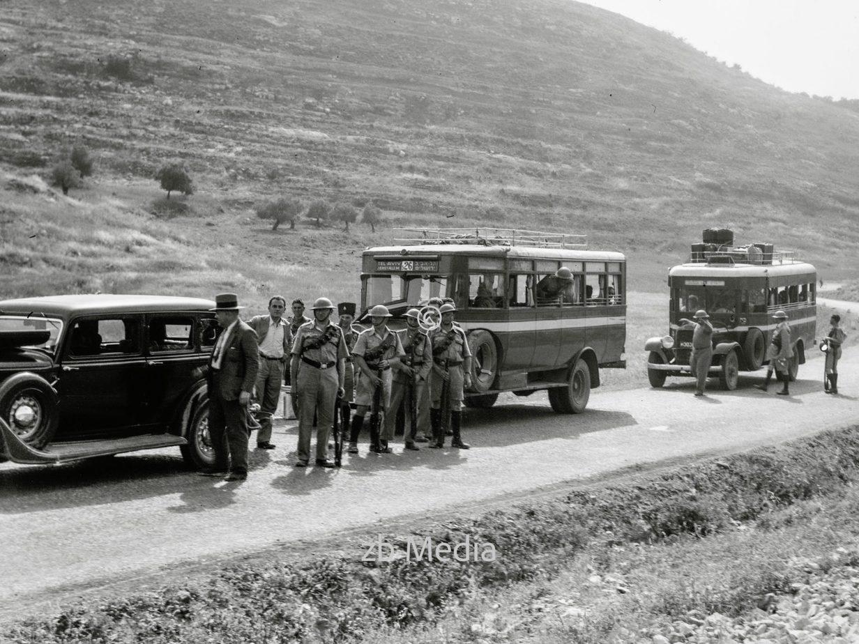 Konvoi mit englischen Soldaten und Palästina-Polizei 1936