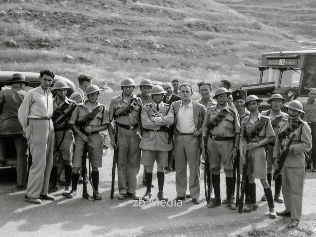 Polizeieskorte bei den Unruhen in Palästina 1936