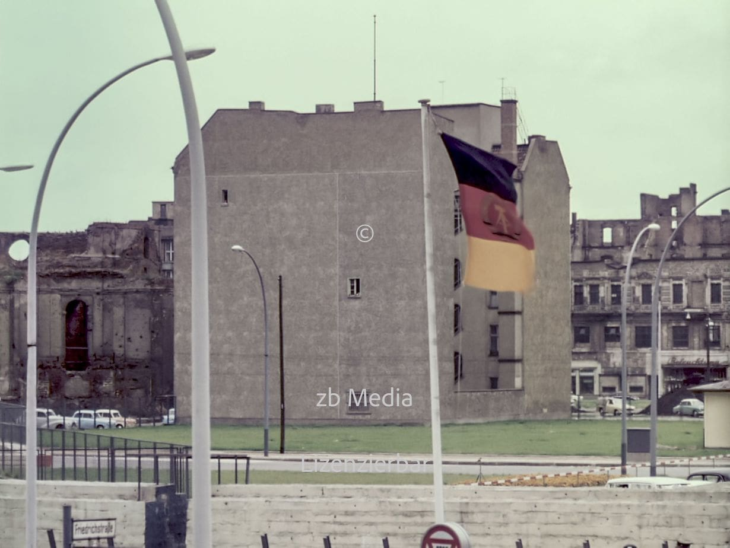 Friedrichstraße Checkpoint Charlie Berlin 1961