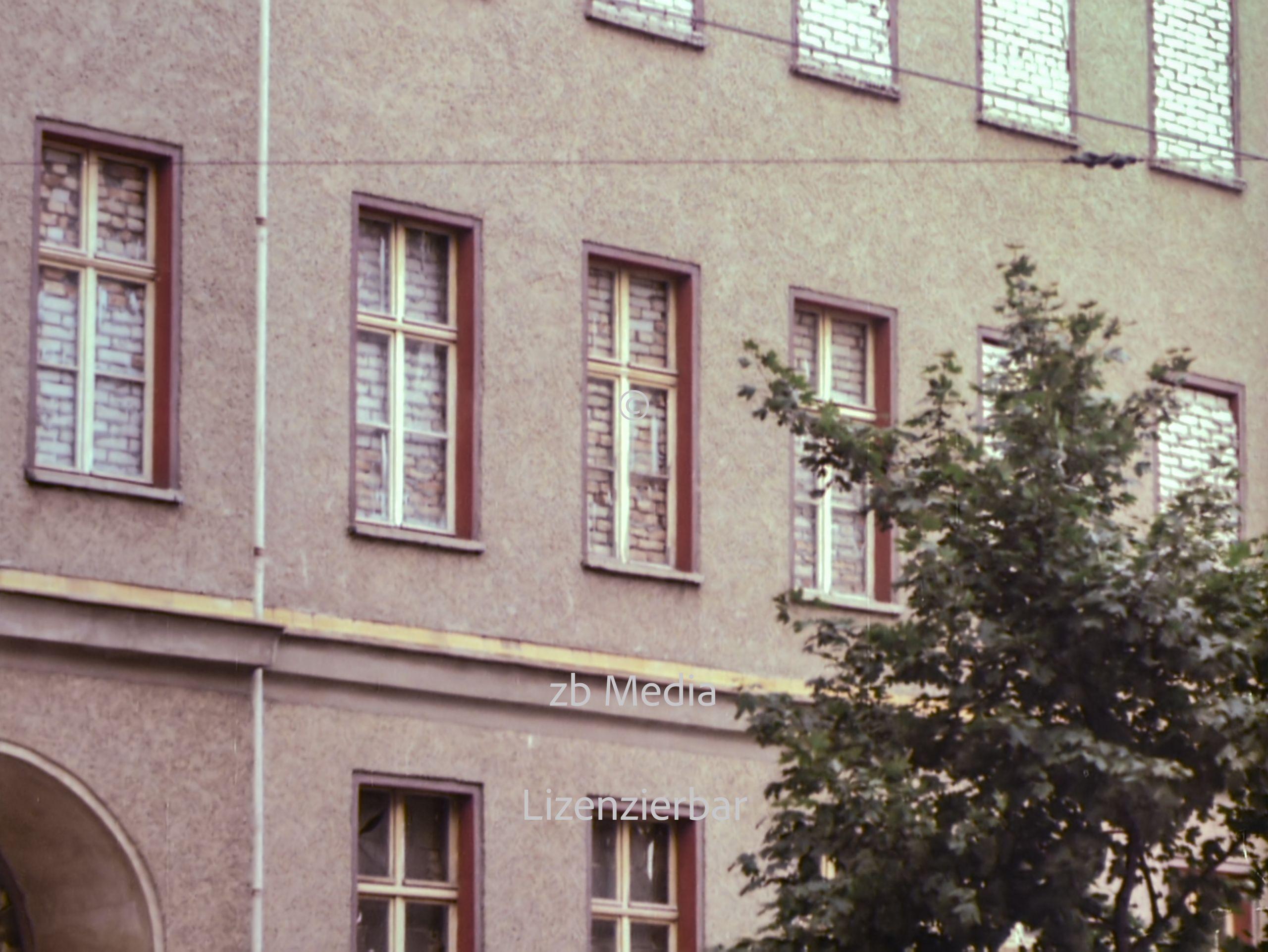 Zugemauerte Fassaden an der Berliner Mauer 1961