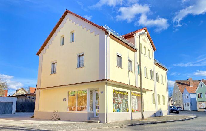 Frontansicht des Wohn- und Geschäftshauses in Allersberg