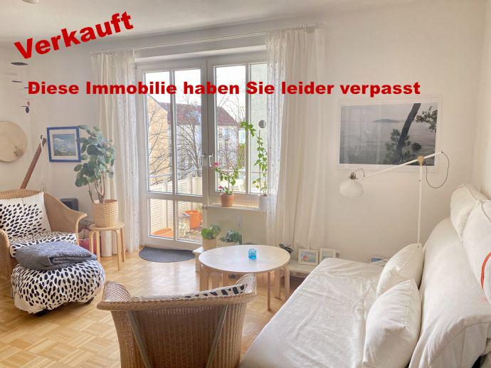 Blick ins Wohnzimmer der Eigentumswohnung in München