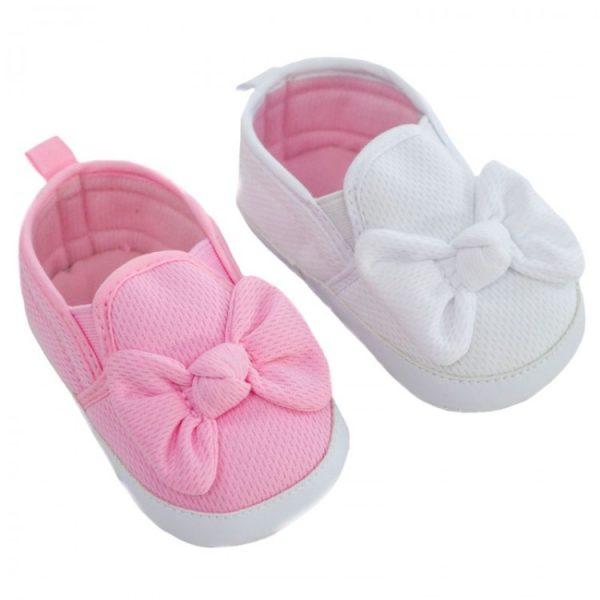 Eerste schoentjes voor een meisje