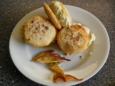 Is-sandwich med rabarberis