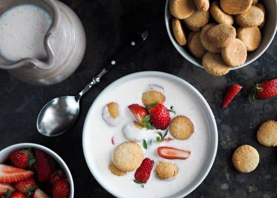 Jordbær koldskål med marcipankammerjunker
