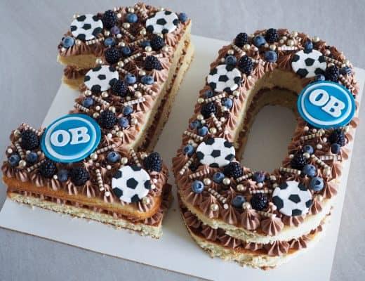 Fodboldkage med drømmekage lavet som talkage