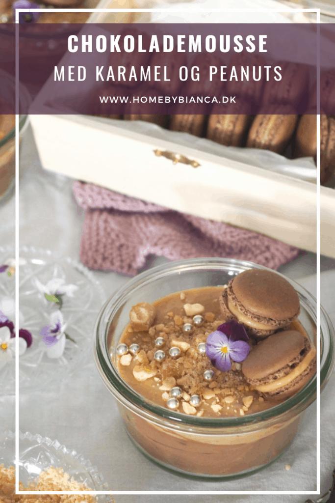 Chokolademousse med karamel og peanuts