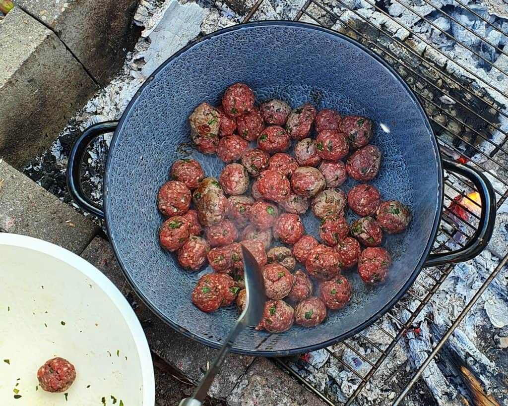 Kødboller på bål