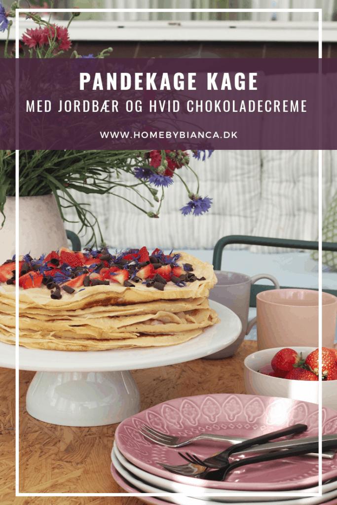 Pandekagekage med jordbær og hvid chokoladecreme