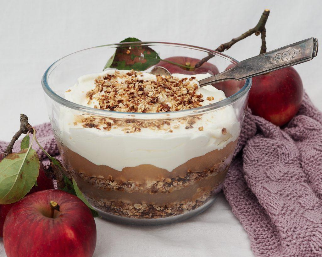 Gammeldags æblekage med havregryn opskrift