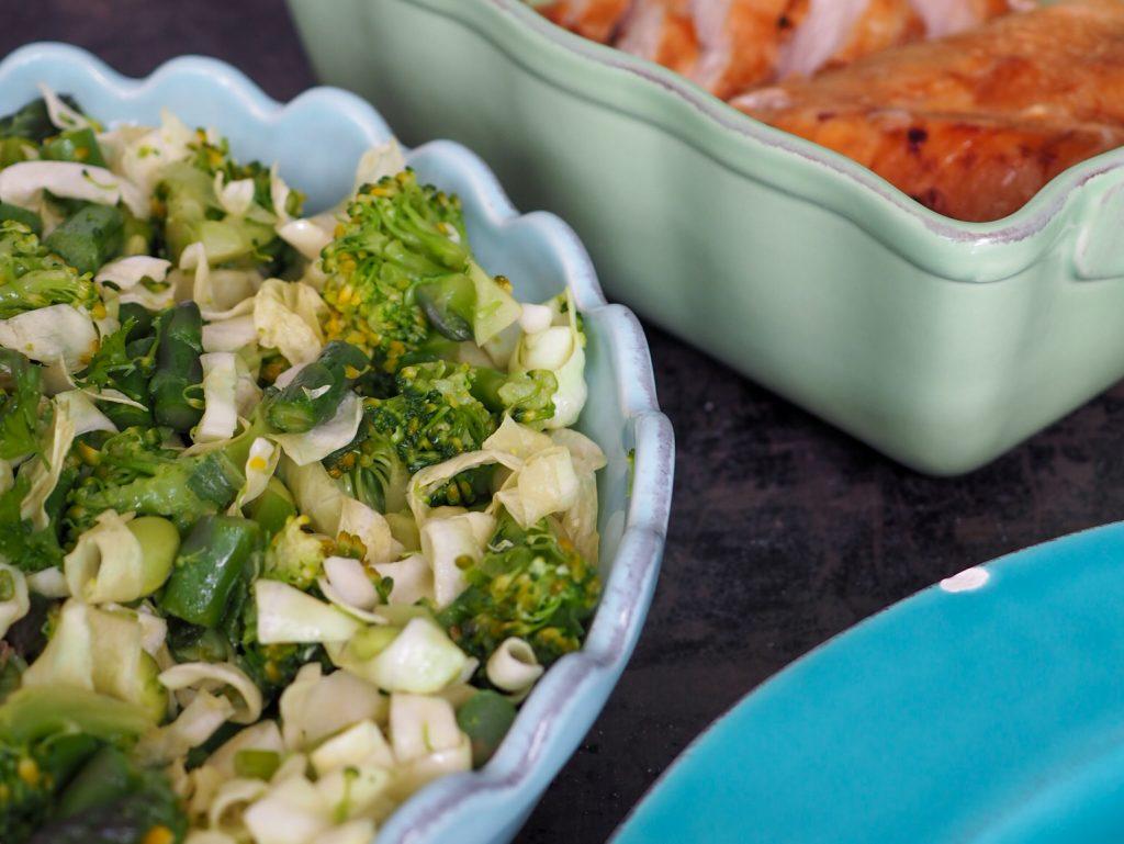 Grøn salat med spidskål og sennepsdressingq