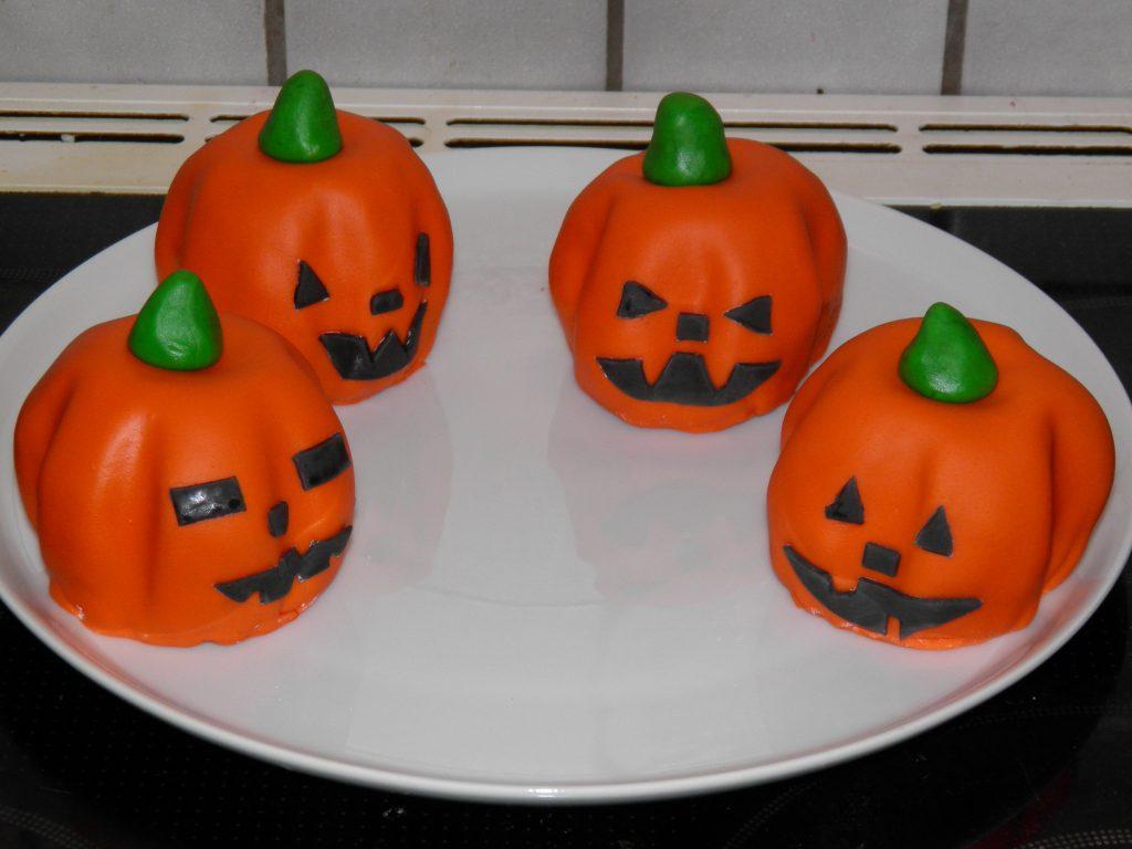 Halloweenkage portionsanrettet