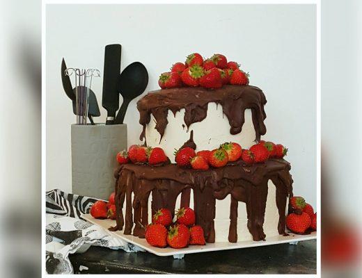 Kage med jordbær fyld