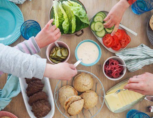 Hjemmelavet burger opskrifter og tilbehør