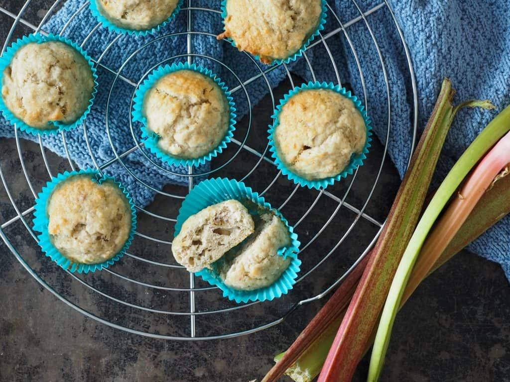 Rabarbersaft rester rabarbermuffins med marcipan
