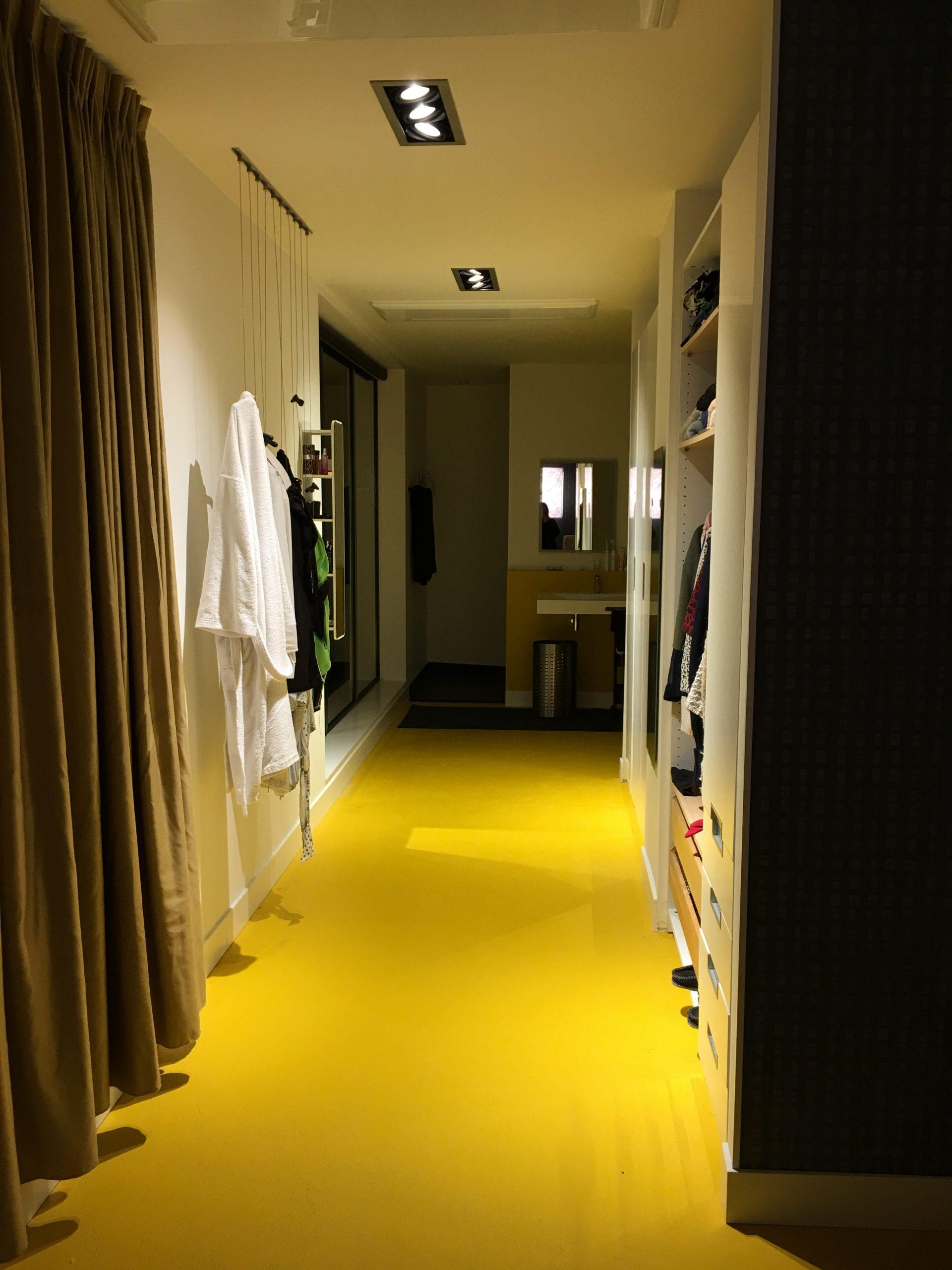 ons penthouse, de kleedkamer