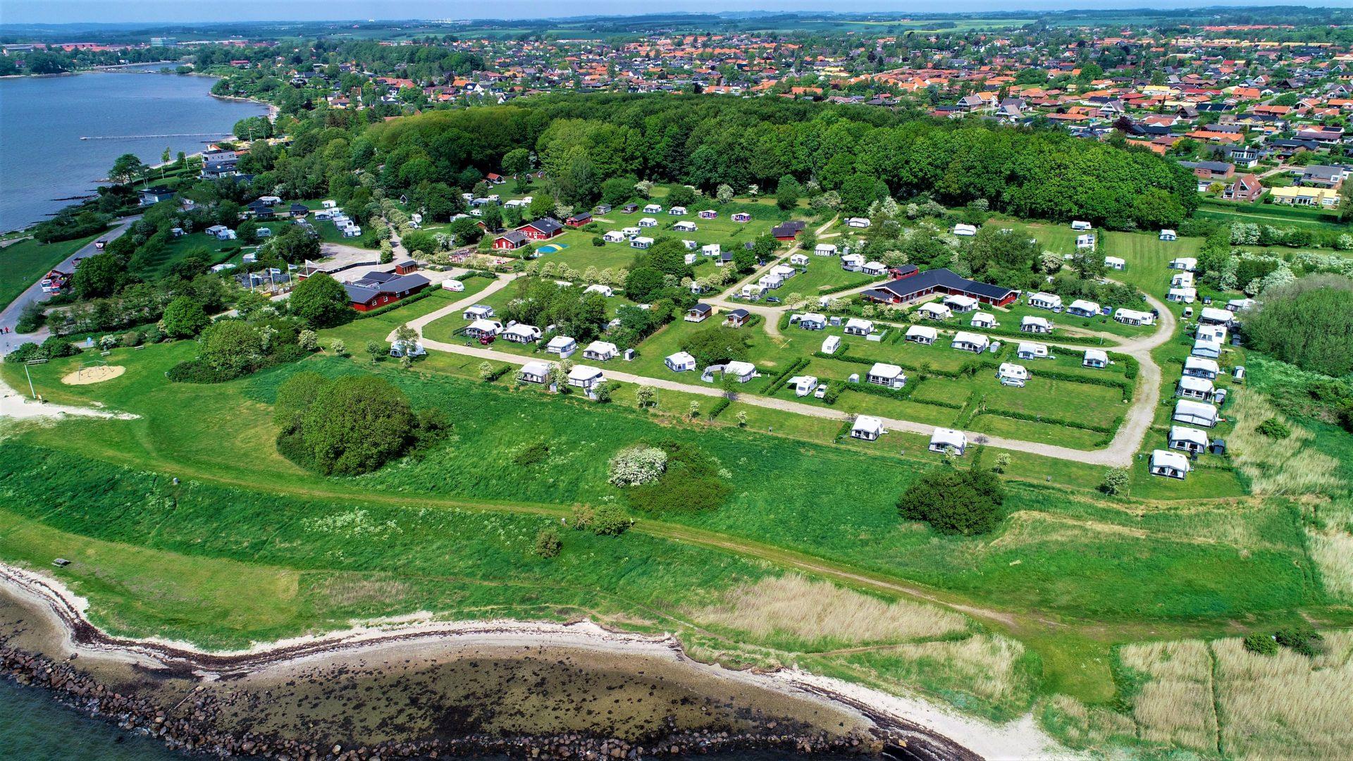Overnatning ved Horsens Fjord på Horsens City Camping.