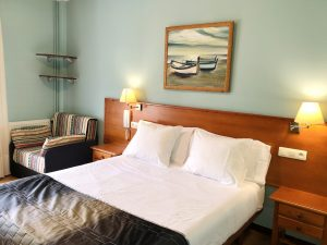 Habitación doble una cama con balcón