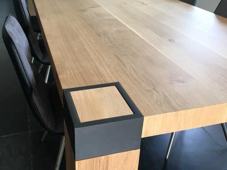 eettafel met poot door staal