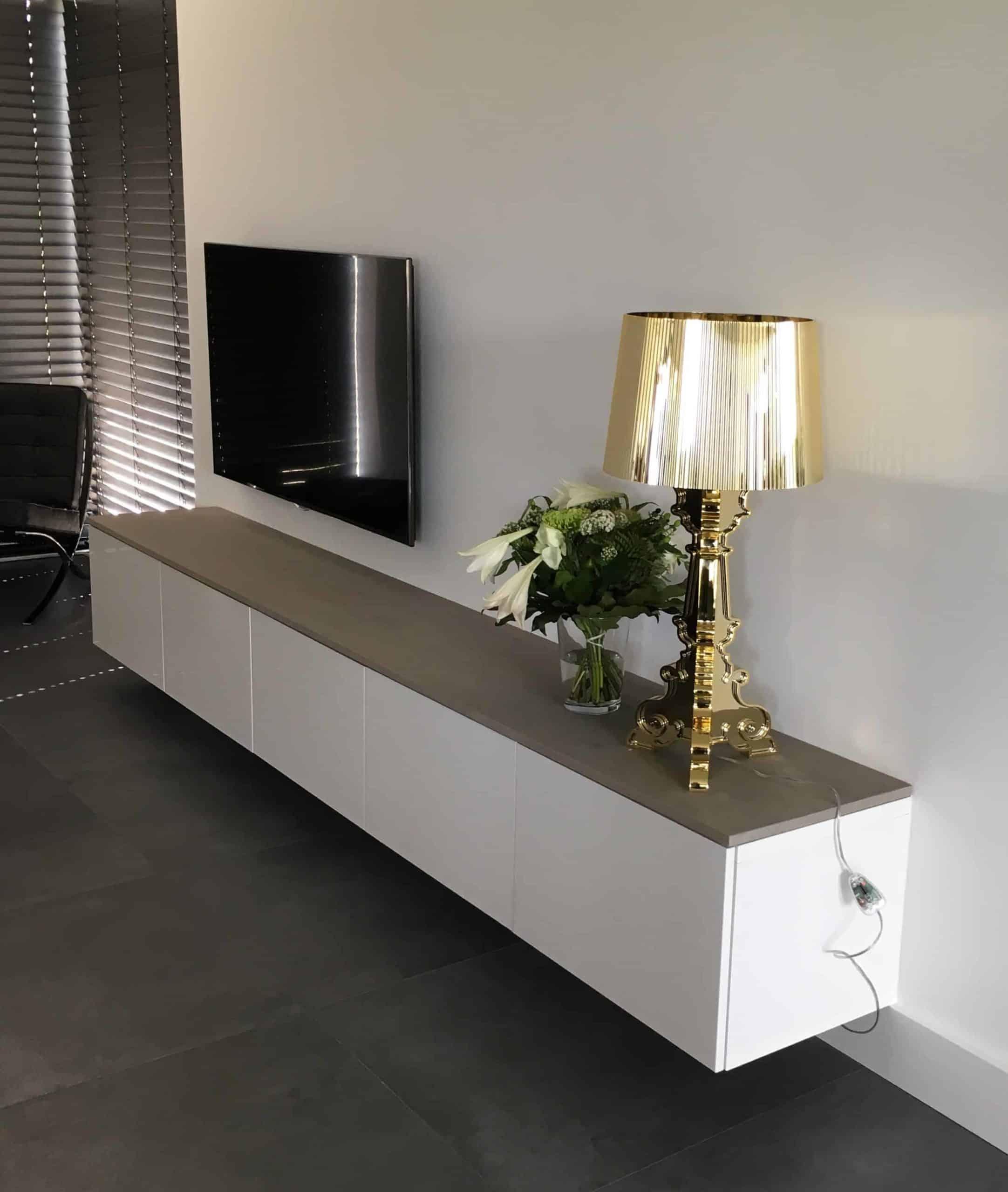 kasten Tv meubel vergrijsd eiken met plaatmateriaal|hout en vorm