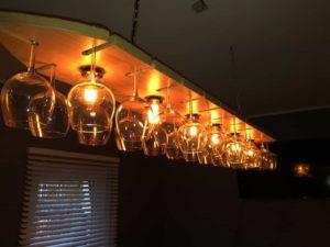 horeca eiken lamp met wijngklazen   hout en vorm