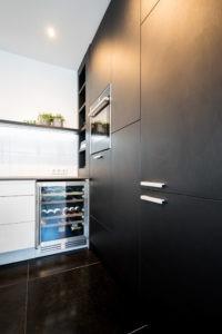 keukens zwarte keuken hout en vorm
