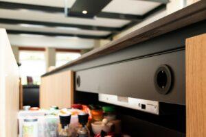 Ingebouwde stopcontact in keukenlade | Hout en Vorm