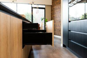 Uitgetrokken keukenlade | Hout en Vorm