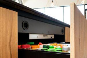 diepe keukenlade met geïntegreerde stopcontacten| Hout en Vorm