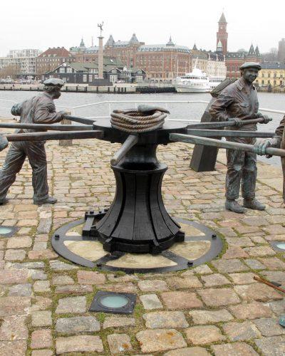Skulpturgruppen före konservering.