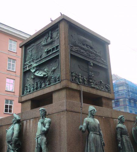 Monumentet i sin helhet.