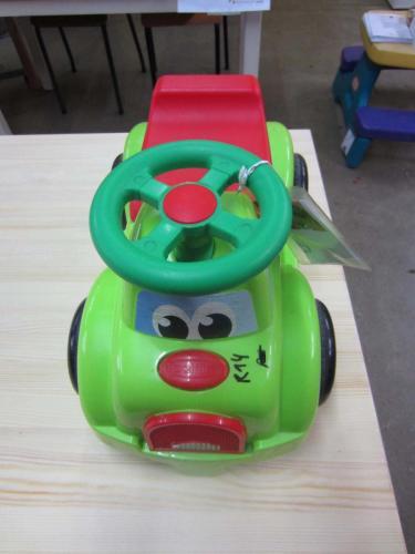 R14 - Groen wagentje met gezicht