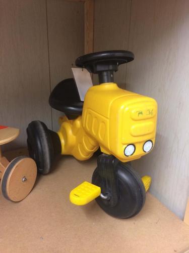 R36 - Gele tractor