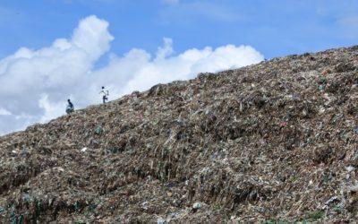 Padvinders in het dorp der afval