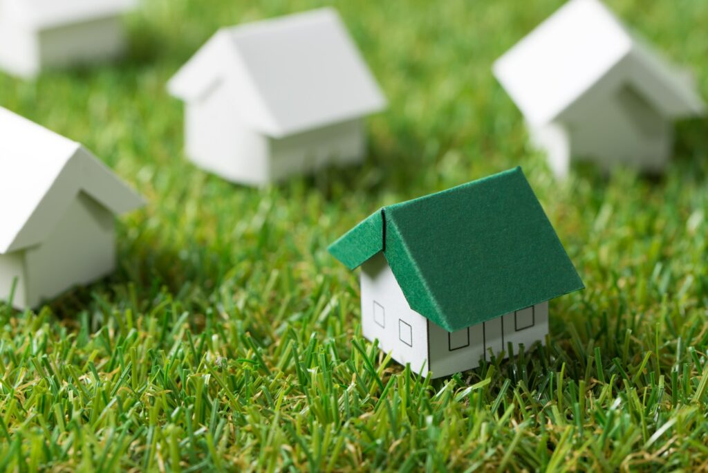 Hvordan får man en grøn græsplæne? Du starter idag.Eco friendly house