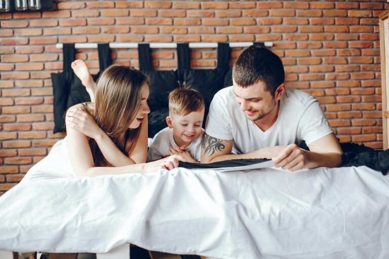 Hvordan finder jeg endelig den bedste seng, få 5 gode og gratis tips til valg af seng, sover du med børn eller partner, hvad skal du tage stilling til?