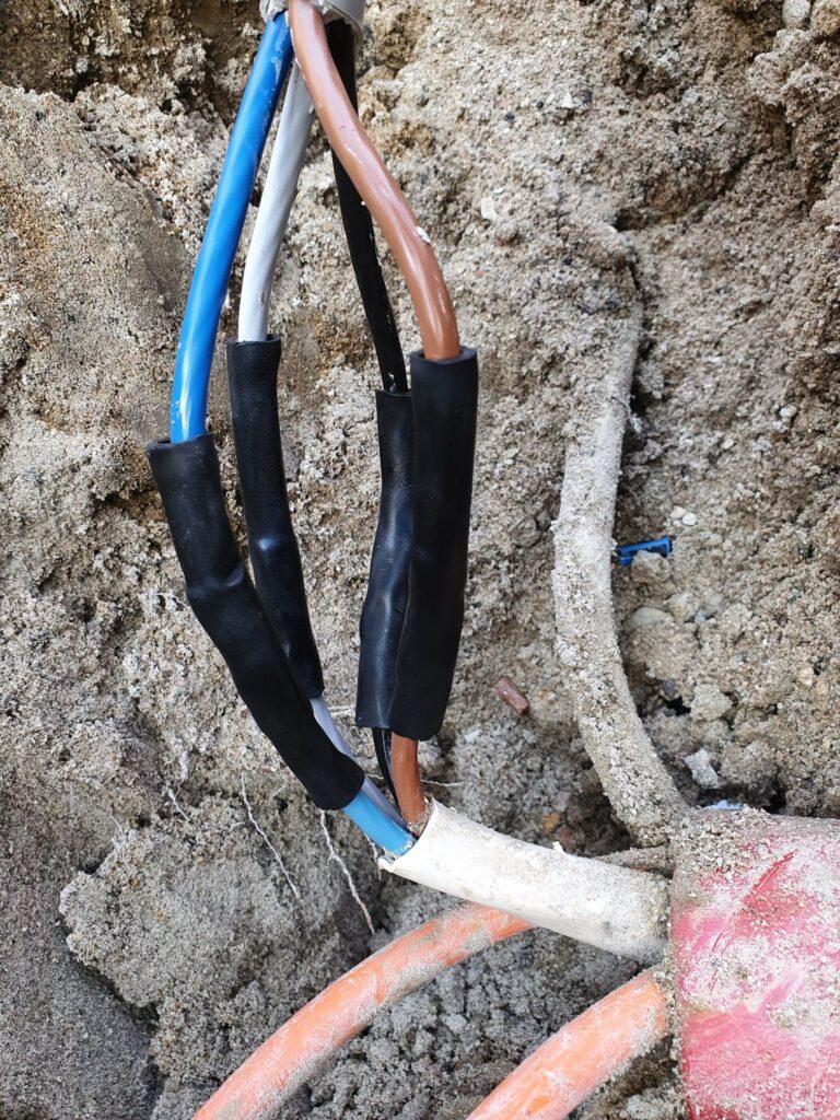 Grave kabel over