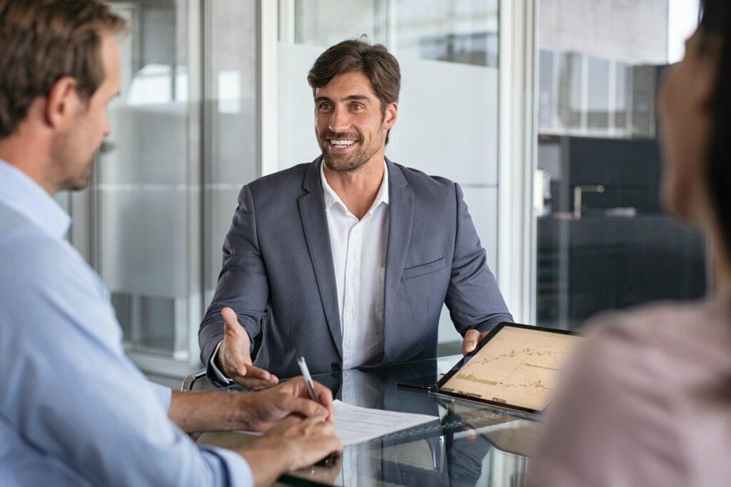 Hvad tjener en konsulent? Hvad får en konsulent i løn i DK