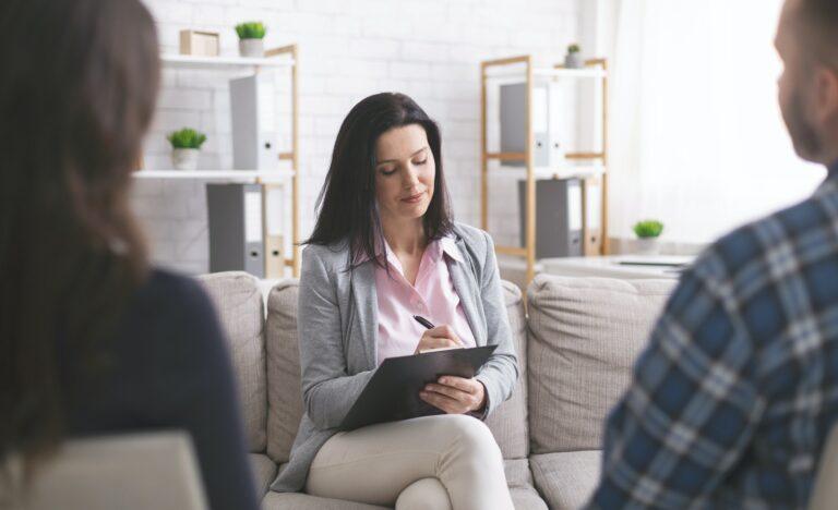 Hvordan er det at gå til en psykolog? Hvad kan en psykolog hjælpe med?