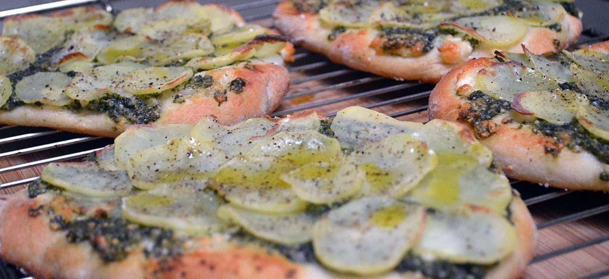 Kartoffelpizza med brændenældepesto