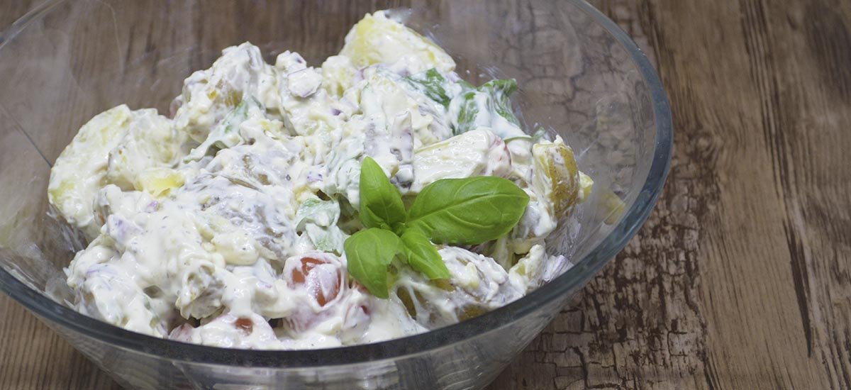 Kold kartoffelsalat med spinat