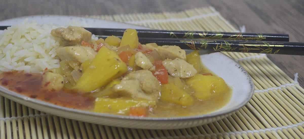 Risret med kylling og ananas fra Singapore