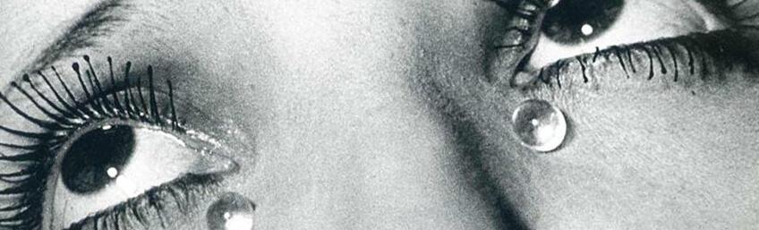 """Man Ray, """"Glass Tears"""" obra expuesta en la exposición fundación Canal Madrid."""