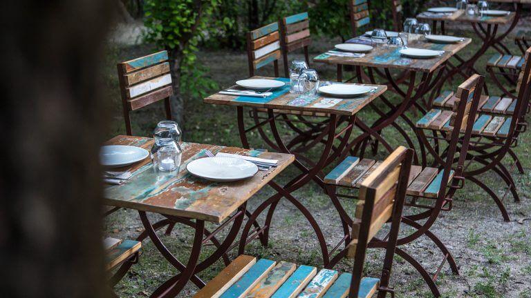 cenas de verano en el olivar de Castillejo en Madrid