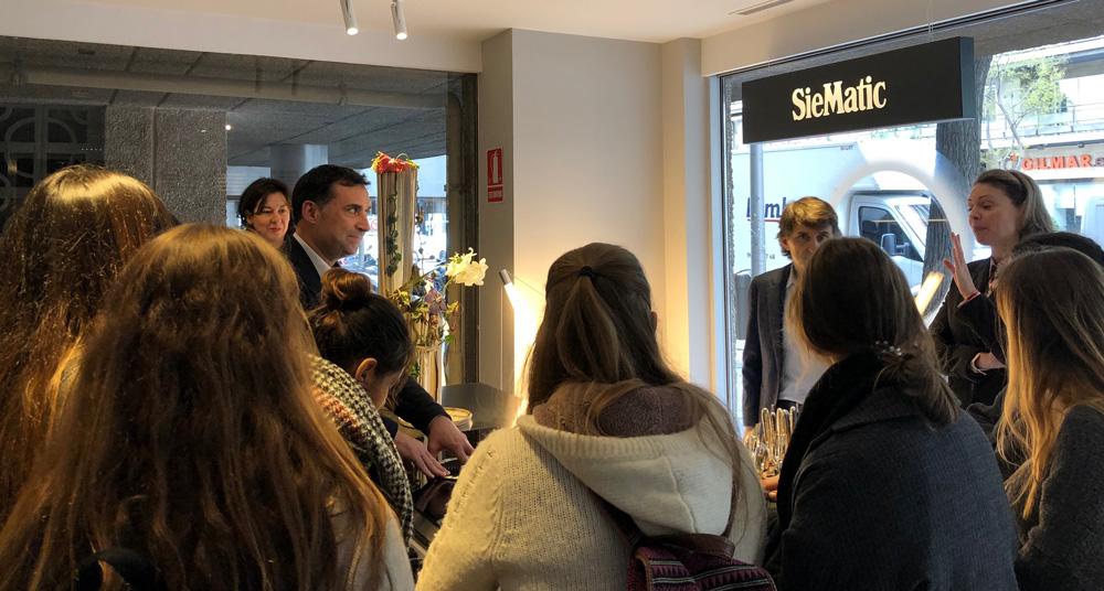 visita de alumnos de interiorismo de la universidad de Nebrija Madrid a ICONNO