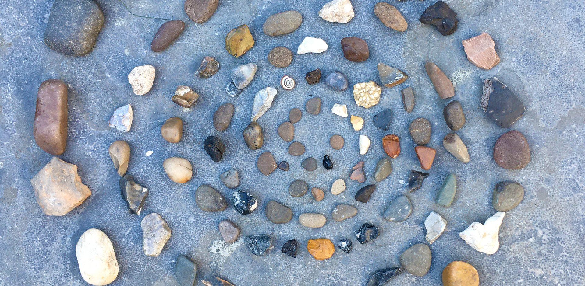stenen spiraal herdenkingsrituelen ik denk aan je