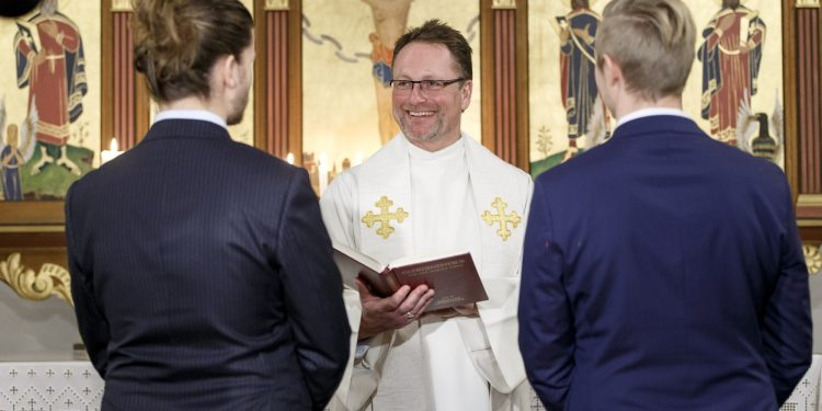 Homofil vielse i Den norske kirke (foto: NDLA).