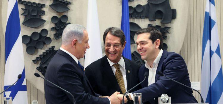 Benjamin Netanyahu med Kypros president Nicos Anastasiades  og Hellas statsminister Alexis Tsipras i  Nicosia 2016.