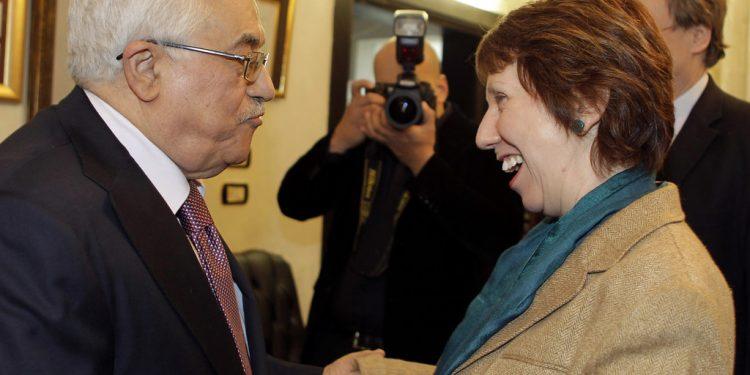 Mahmoud Abbas i møte med EUs tidligere leder for utenriks- og sikkerhetspolitikk Catherine Ashton (foto: EU/AFP/KHALIL MAZRAAWI, Flickr).